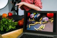 Laptop van de voedselfotografie reclameelektronische handel Royalty-vrije Stock Foto