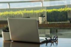 Laptop voor het werk royalty-vrije stock foto