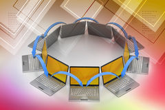 Laptop voorzien van een netwerkcirkel Stock Foto's