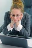 Laptop vrouw Royalty-vrije Stock Afbeeldingen