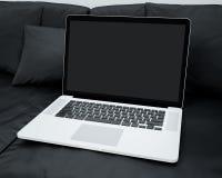Laptop W Domowym położeniu Zdjęcia Royalty Free