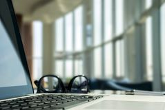 Laptop w lobby obraz stock