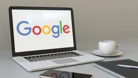 Laptop z Google logem na ekranie Nowożytnego miejsca pracy artykułu wstępnego 3D konceptualny rendering Fotografia Royalty Free
