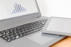 Laptop z pastylką zdjęcia stock