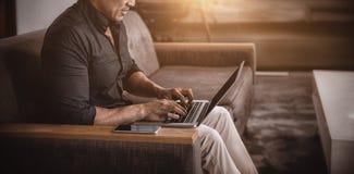laptopa do biznesmena Fotografia Stock