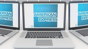 Laptops mit American Express-Logo auf dem Schirm Wiedergabe des Computertechnologiebegriffsleitartikels 3D Lizenzfreies Stockbild