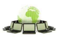 Laptops rond de wereld Stock Fotografie