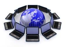 Laptops rond de wereld Stock Afbeeldingen
