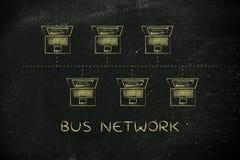 Laptops schlossen in einer Busnetzstruktur an Titel an Stockfotografie