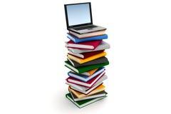 Laptopt sur une pile des livres Photos stock