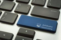 Laptoptastatur mit typografischem TEILNEHMER-MARKETING-Knopf Lizenzfreie Stockfotografie