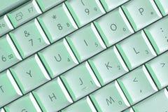 Laptoptasten in der grünen Leuchte Stockfotos