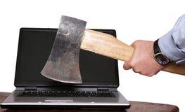 Laptoptod durch Axt Lizenzfreie Stockfotografie
