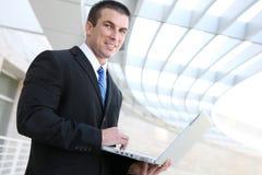 laptopu biznesowy mężczyzna Fotografia Stock