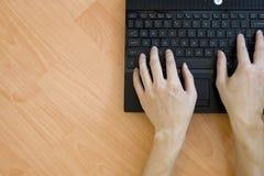 laptopu drewniany stołowy Zdjęcie Stock