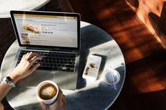 Laptopu gmerania piekarni ciasta przepisu pojęcie Obraz Royalty Free