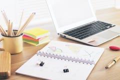 Laptopu i biznesowej mapy strona Zdjęcia Royalty Free