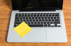 Laptopu i kija notatka Fotografia Stock