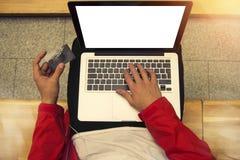 laptopu karciany kredytowy mężczyzna Obraz Royalty Free