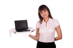 laptopu kelnerki potomstwa Zdjęcia Royalty Free
