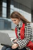 laptopu kobiety potomstwa Zdjęcia Royalty Free