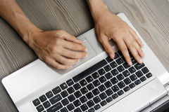 laptopu kobiety potomstwa Fotografia Royalty Free