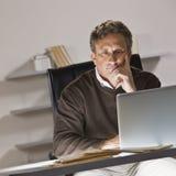 laptopu mężczyzna obrazy royalty free
