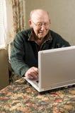 laptopu mężczyzna senior Zdjęcia Stock