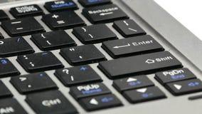 Laptopu makro- pisać na maszynie naciska wchodzić do 4k zdjęcie wideo
