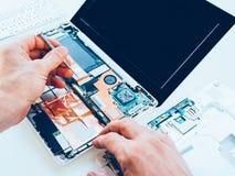 Laptopu narzędzia utrzymania dylemata remontowy ulepszenie obraz royalty free