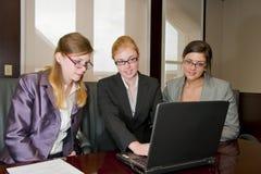 laptopu spotkania kobieta Zdjęcie Stock