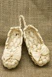 Lapty. Sandálias velhas do russo, lembrança Fotografia de Stock