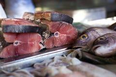 Lapu-lapu, pargo rojo y atún, mariscos en mercado Fotografía de archivo libre de regalías