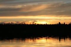 Laque Seul au coucher du soleil Images stock