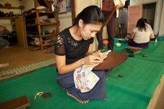 Laquer在Bagan缅甸运作 免版税库存图片