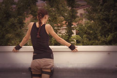 Lara jordlapp - Tombanfallare Cosplay Royaltyfri Bild