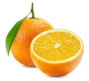 Laranja com uma metade da laranja e da folha isoladas na parte traseira do branco Imagens de Stock Royalty Free