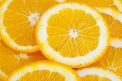 A laranja corta o fundo Fotografia de Stock