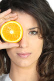 Laranja do olho da coberta da mulher Imagens de Stock Royalty Free