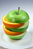 Laranja e maçã da fruta na pirâmide foto de stock royalty free
