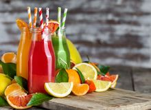 Laranja, suco de laranja do sangue e fundo da limonada Foto de Stock Royalty Free