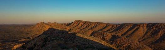 Larapinta足迹全景,西部麦克唐奈尔山脉澳大利亚 免版税库存图片