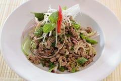 Larb zerkleinern traditionelles thailändisches Lebensmittel des Rindfleischsalats Lizenzfreie Stockfotografie