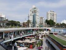 Larcomar在利马峭壁的购物中心  免版税库存图片