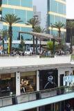Larcomar galleria och Jw Marriott hotell i Miraflores, Lima, Peru Royaltyfri Bild