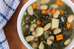 Lard de haricot blanc et soupe à chou frisé Image libre de droits