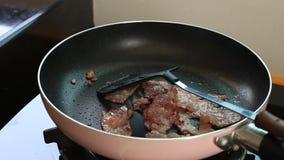 lard frit dans une casserole banque de vidéos