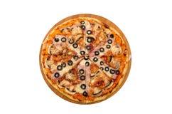 Lard, oignons caramélisés, champignons, olives, fromage de mozzarella images libres de droits