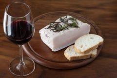 Lardo, pan y vino rojo Foto de archivo libre de regalías
