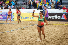 LAREDO, SPAGNA - 31 LUGLIO: La ragazza non identificata, giocatore del BMP Algesiras accoglie favorevolmente il pallone si è ferm Fotografie Stock Libere da Diritti